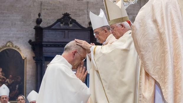 20160903-ordenacion-episcopal-nombramiento-obispo-arturo-ros-catedral-vgutierrez6487